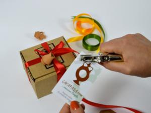 Pacco regalo e bigliettino