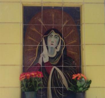 La tomba di maioliche dipinte: Luigi Motolese nel cimitero di Grottaglie