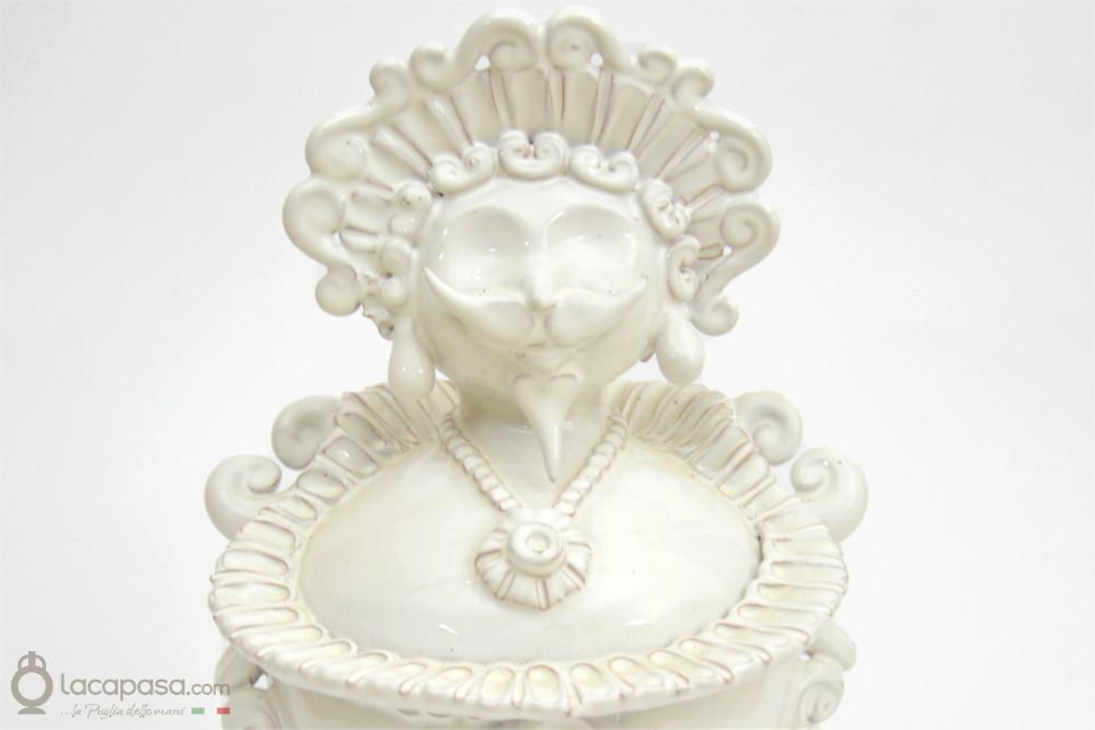 La Pupa con i Baffi, una Maschera Tradizionale e Bizzarra